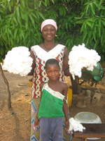 Baumwoll Pflückerin mit Kind