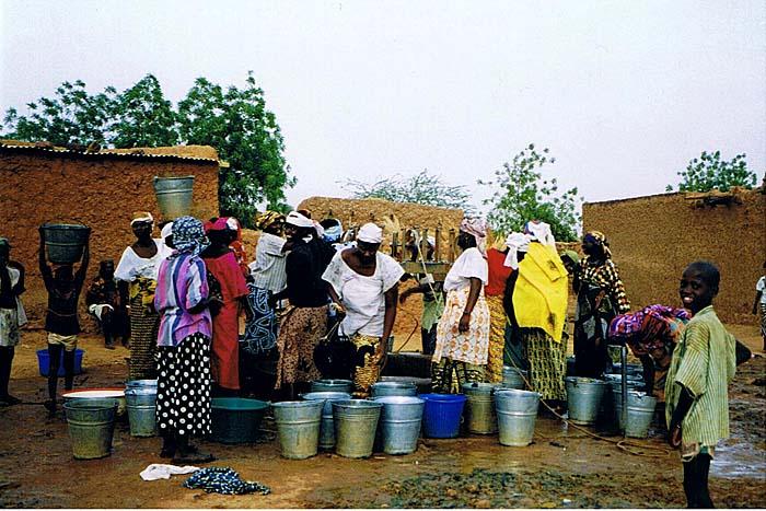 Frauen und Wasser in Afrika